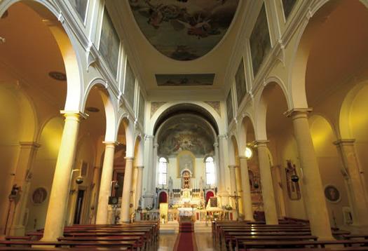 Bale - Chiesa parrocchiale dedicata alla Visitazione di Maria a S. Elisabetta.